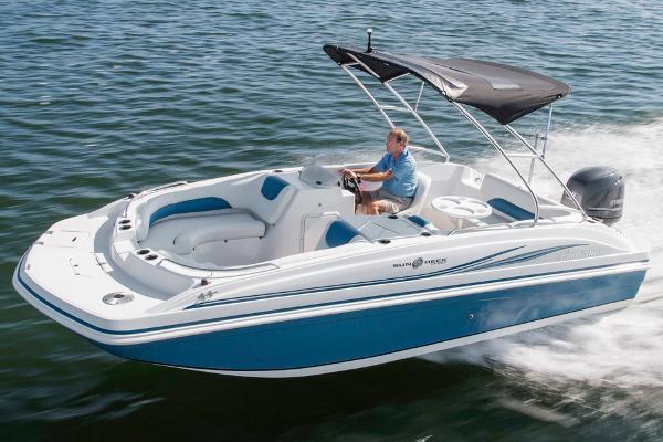 deckboats